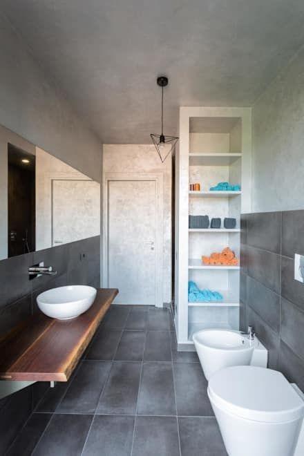 interno 2L: Bagno in stile in stile Moderno di km 429 architettura