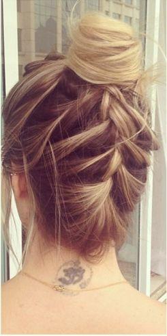 Confira 7 dicas de um hairstylist para você aprender agora como fazer uma trança embutida e veja também 10 tutoriais passo a passo super fáceis de seguir.