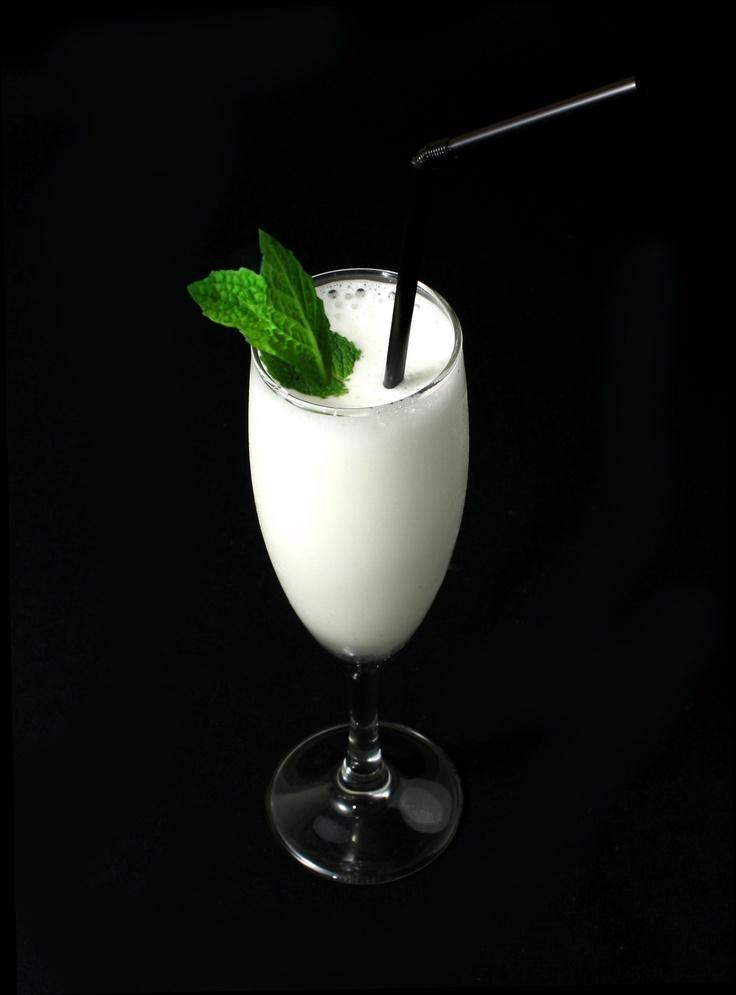 Sorbete de limón con cava y vodka  (Disponible en #lamisión , #elolvido y #elrecuerdo )