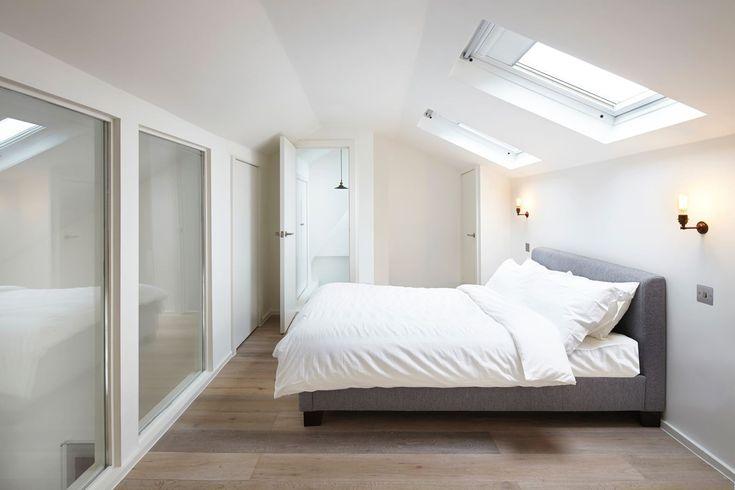 Un moderno attico su due livelli all'interno di un antico palazzo londinese.