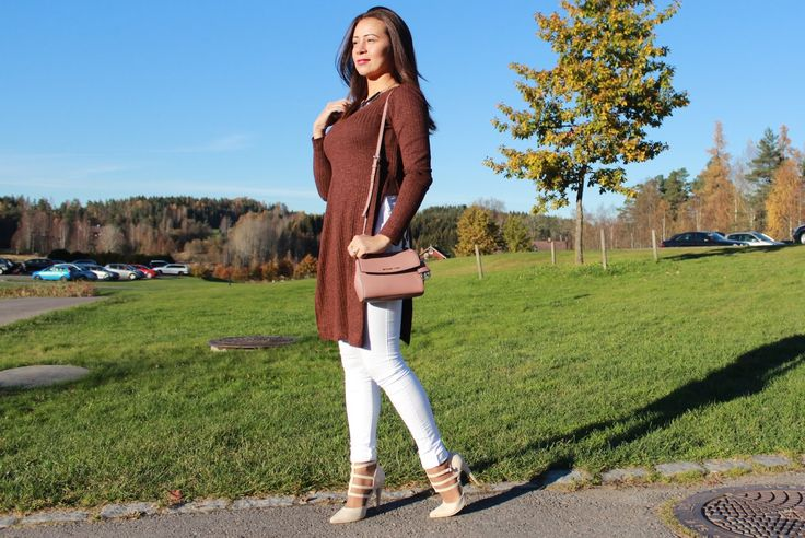 Brown sweater and white denim. #outfits #fashion #look #denim #sweater