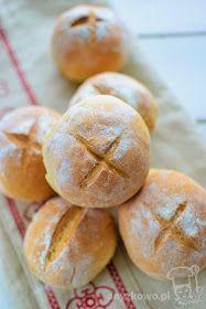 Śniadaniowe bułki z krzyżykiem         Składniki :   550g-600g mąki pszennej  10g suchych drożdży ( instant )  1 jajko  30g miękkiego mas...
