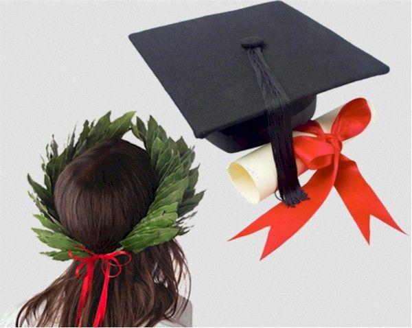 Idea regalo per la laurea Laurea, inizialmente, significava corona d'alloro, usata per cingere il capo dei trionfatori e dei poeti, dei saggi e degli eroi. Il colore dei confetti è il rosso.