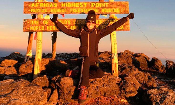 Vanessa Huppenkothen celebra uno más de sus retos, ¡desde la cima del mundo!