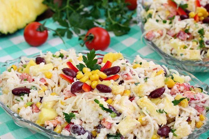wesoła kuchnia: Sałatka z ananasem i selerem