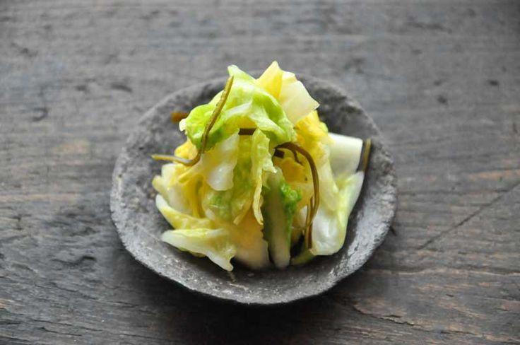 いちばん丁寧な和食レシピサイト、白ごはん.comの『白菜の浅漬けの作り方』のレシピページです。昆布をきかせて、3~4時間でできる簡単な白菜の浅漬けです。『浅漬けの基本の作り方』も参考にして、3種類の作り方の中から作りやすいレシピでお試しください!