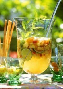 Cocktail aux fruits    Lavez les fruits, épépinez-les, enlevez les trognons. Coupez-les en petits morceaux.<li...