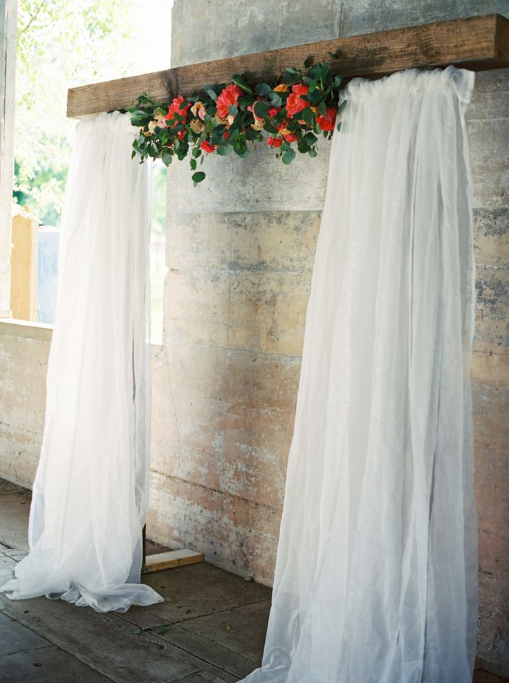 Photography : Jessica Gold Photography Read More on SMP: http://www.stylemepretty.com/2016/09/06/olde-dobbin-station-real-wedding/
