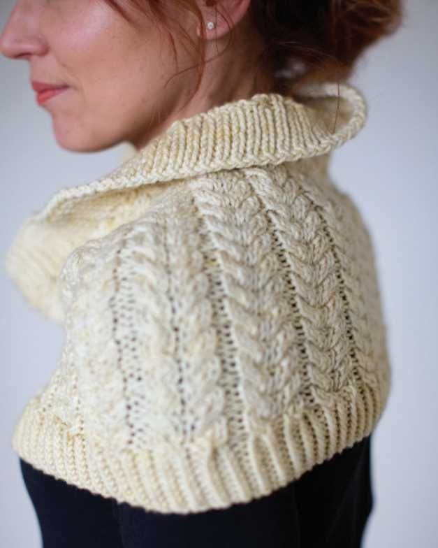 8ce35dbcf3f411 Free Knitting Pattern for a Chunky Cable Stitch Cowl. Cable stitch cowl knitting  pattern with twisted rib edges.