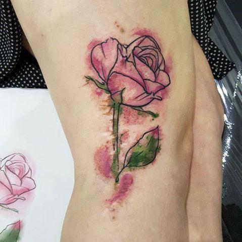Tattoos para ajudar a disfarçar marcas de nascença e manchas no corpo
