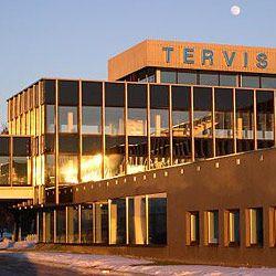 Kylpylähotelli Tervis on kuin pieni terveys- ja lomakaupunki – se koostuu seitsemästä rakennuksesta, jotka on yhdistetty toisiinsa kätevästi lasikäytävillä. Hotellihuoneista avautuu maalauksellinen näkymä Pärnun joelle tai merelle ja hotellin välittömässä läheisyydessä sijaitsee huvisatama sekä historiallinen Pärnun aallonmurtaja, josta alkaa kuuluisa Pärnun uimaranta. #eckeröline #tervis #pärnu #estonia #viro