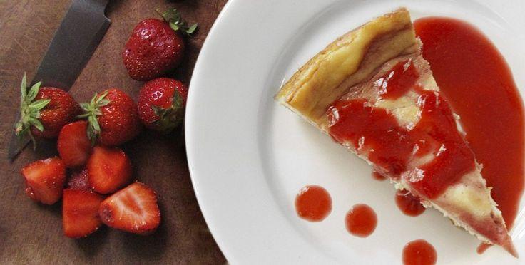 Questa cheesecake di Manù è semplice e golosa, inoltre è molto versatile perché può essere personalizzata con la marmellata che preferisci. Per prima cosa prepara la base: sbriciola …