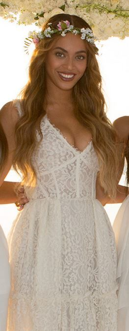 Who made  Beyonce Knowles' white lace gown?