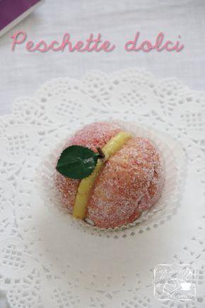 Questo dolce è uno dei miei prefetiti!Due piccoli biscotti rossi che racchiudono un cuore di crema,il tutto con una forma deliziosa di una pesca con foglioline incorporate! Mi piace perchè estetica…