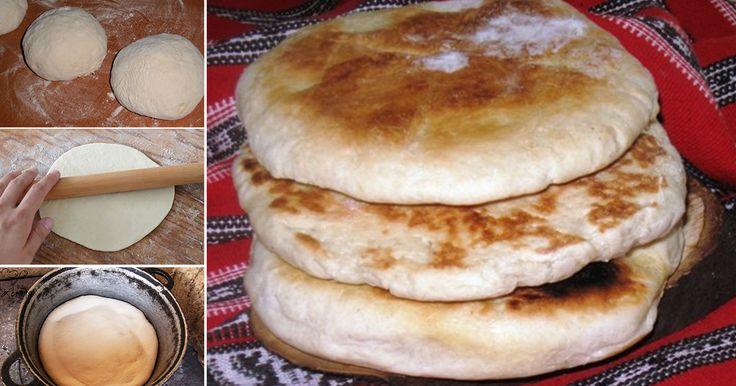 Cum să faci TURTE coapte în ceaun, că la bunica acasă – Mai bune decât pâinea din comerţ    Ingrediente:  1 kg făină albă sau integrală (după preferinţele fiecăruia)  puţină sare  40 gr drojdie proaspătă  seminţe de chimen (opţional)  2 linguri ulei (de floarea-soarelui sau de măsline)  nişte apă călduţă    Mod de preparare:    1. Cerne făină într-un lighean mai mare şi fă o gaură în ea.  2. Dizolvă drojdia în apă călduţă. Adaugă şi 2-3 linguri de făină şi las-o departe până la 15 minute…