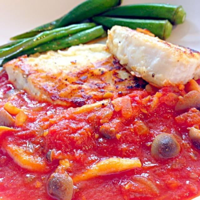 カレーのほんのり風味がよくあいます - 223件のもぐもぐ - もっちぃさんの☆めかじきのトマト煮☆ by SnapDishJP