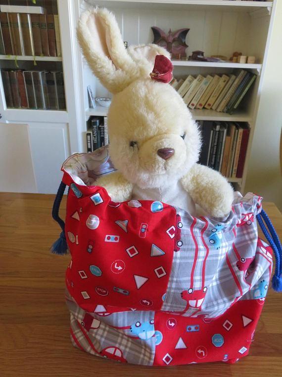 sac pour jouets, rangements garçon, sac à linge sale , tissus voitures et panneaux de circulation