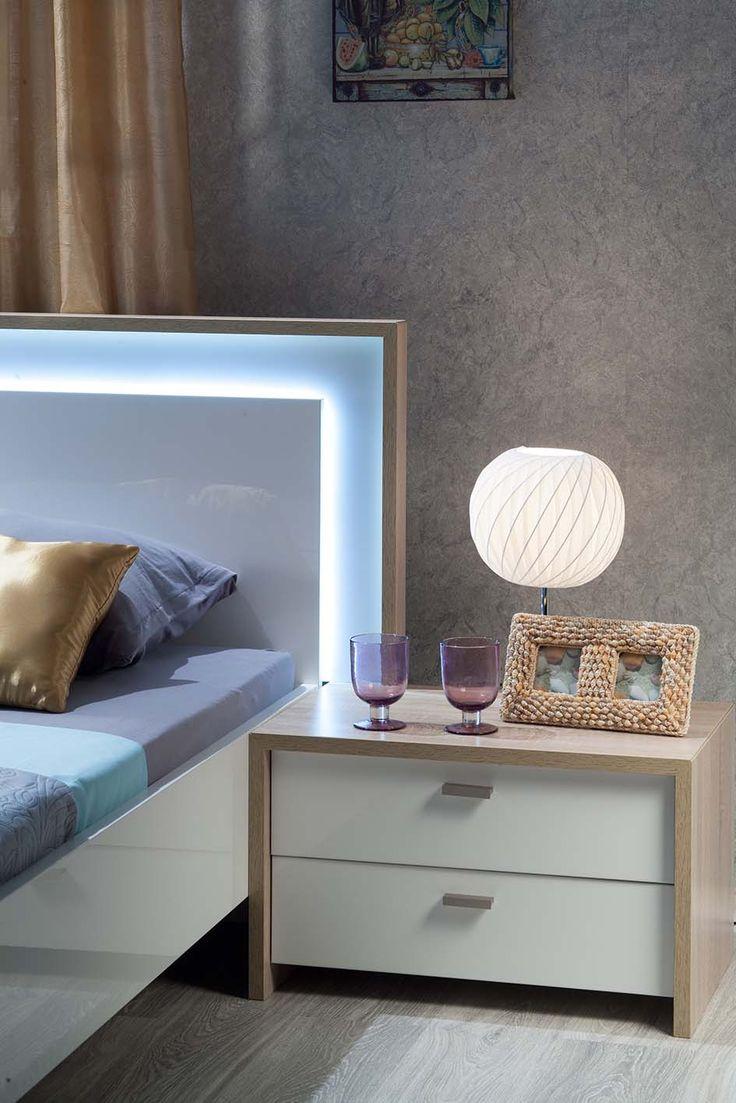 Прикроватная тумбочка и спинка кровати с подсветкой