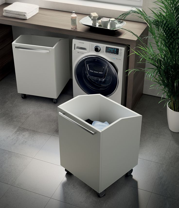 Free to use to help out with our laundry activities, the Trolley baskets with wheels, made according to the exclusive design by Idelfonso Colombo, are available in the same Decorative Melamine finishes as the door.