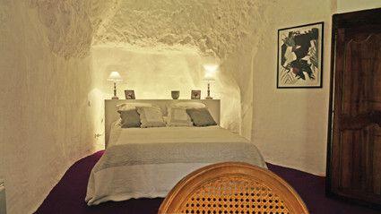 Accueil à la Fallotière, Chambre d'hôtes troglodyte à Rochecorbon en Touraine, au bord de la Loire(Loire valley France), proche des célèbres châteaux de la vallée de la Loire.