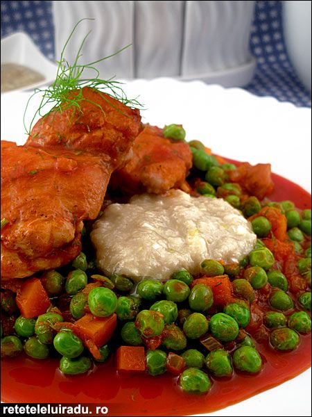 """Carrots & peas chicken seasoned with """"mujdei"""" (a Romanian garlicky sauce)"""