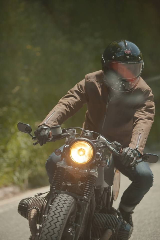 fabforgottennobility:  Boxer Bmw  Ruby Helmet = COOL