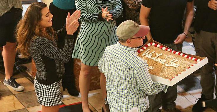 Lea Michele ganha bolo nos bastidores de 'Glee'