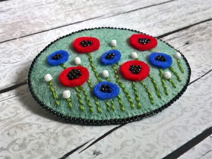Polne kwiaty w zbożu - broszka z filcu / felt brooch