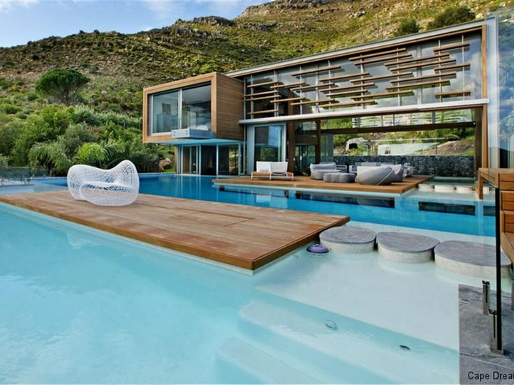 3 bedroom House for rent in Hout Bay. Ultra modern luxurious Villa in quiet cul-de-sac in the quaint fishing village of Hout Bay