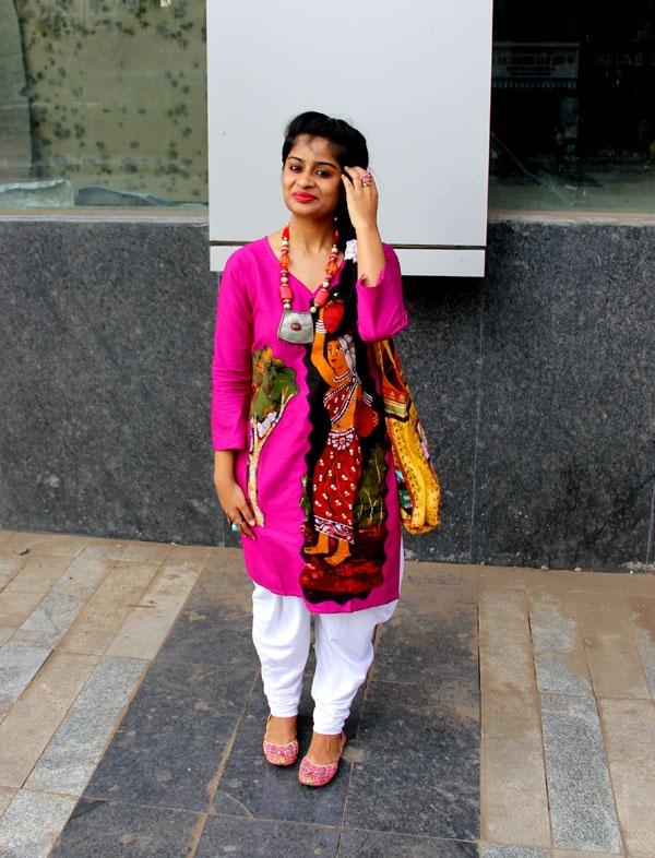 Indian Ethnic Look #highstreet #style #fashion #blog #india #stylist #mumbai #OOTD #WhatIWore #blogger #india #ethnic #dhoti #kurta #ethnictote #mojaris #ethnicnecklace