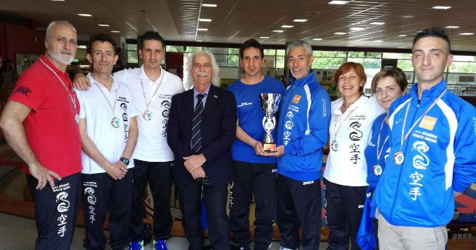 Karate: i master dell'Akc conquistano 2 ori, 3 argenti ed 1 bronzo ai campionati italiani - Lo scorso weekend a Quiliano (Savona) si è svolto il 5° Campionato Nazionale Master di Karate  - http://www.ilcirotano.it/2017/06/01/karate-i-master-dellakc-conquistano-2-ori-3-argenti-ed-1-bronzo-ai-campionati-italiani/