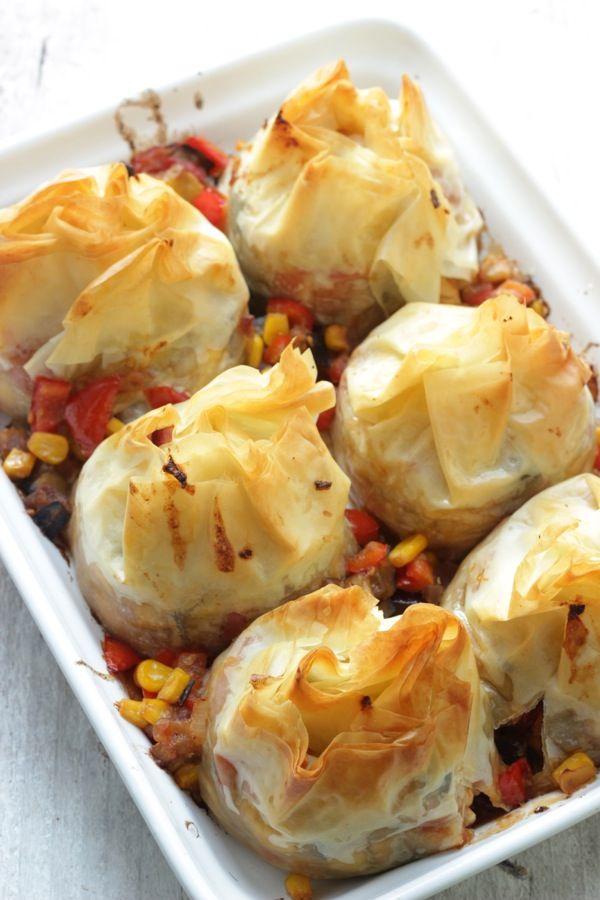Saccottini ricci di pasta phillo con pollo e verdure