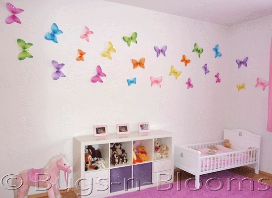 Hanging butterflies and dragonflies add life and character for Butterfly themed bedroom ideas