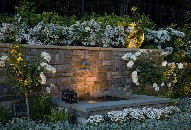 die besten 25 gartenbrunnen mit beleuchtung ideen auf. Black Bedroom Furniture Sets. Home Design Ideas