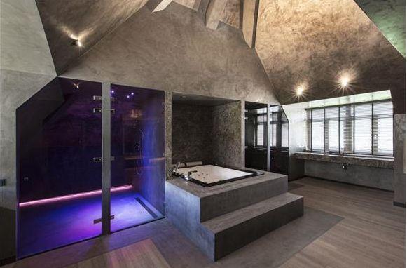 Unusual bathroom. Mansion in Bosch en Duin, Netherlands