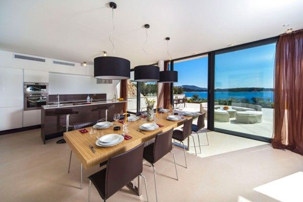 Kitchen and Dinning from Luxury Resort Design Overlooking the Beauty Beach in Croatian 600x399 Luxury Resort Design Overlooking the Beauty Beach in Croatian