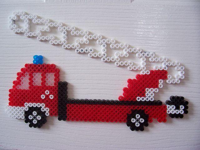 Feuerwehrfahrzeug / Hama perler beads  / Bügelperlen