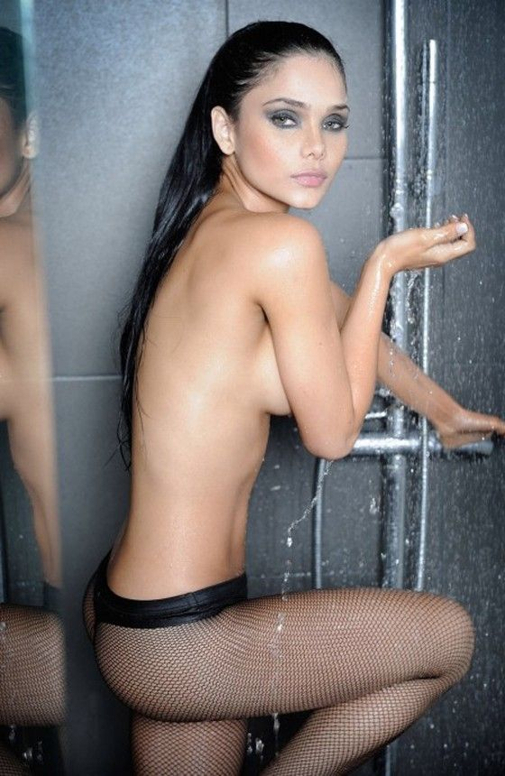 Jackeline Cardona latin exotic shower wet