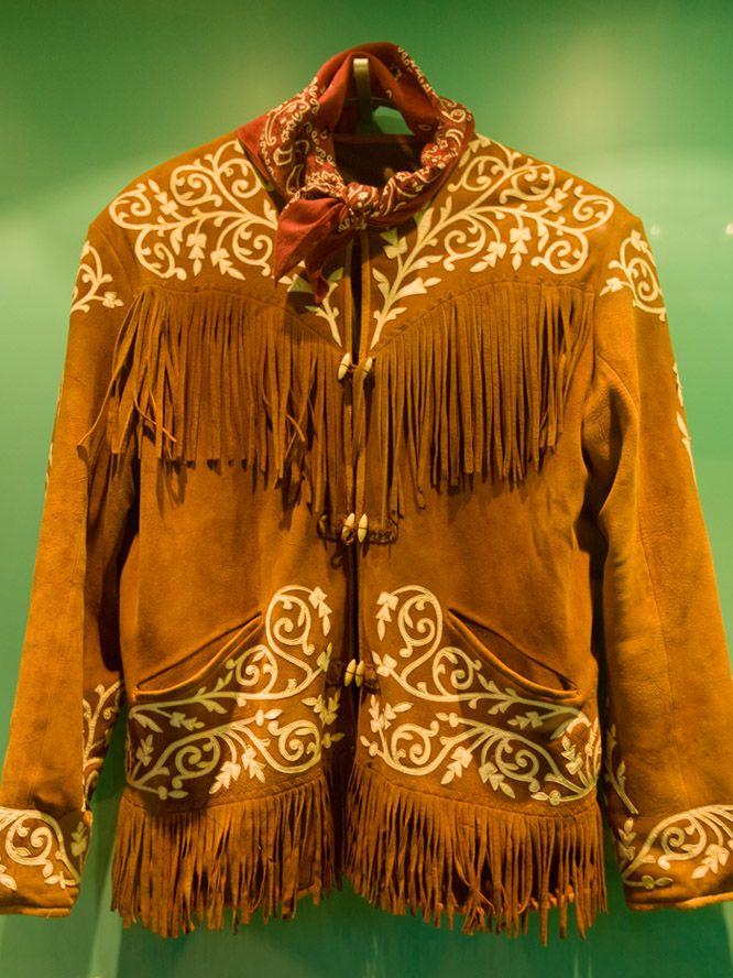 Hay una prenda de vestir con la que en todo México se identifica a los tamaulipecos: la cuera. Es un artículo que a lo largo y ancho del estado se usa como prenda de gala para asistir a una fiesta, para bailar y tocar música o para un desfile. Se le puede ver tanto en Ocampo como en Tampico, Ciudad Victoria, Matamoros, Reynosa o en Nuevo Laredo; es, sin lugar a dudas, el vestido típico tamaulipeco.