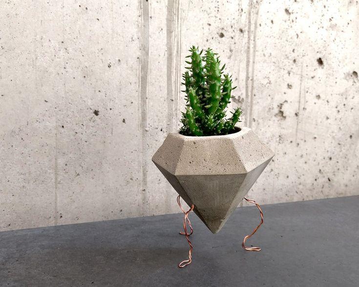 Deko-Objekte - Tripod Blumentopf aus Beton mit Kupferfüßen - ein Designerstück von Marschland-Berlin bei DaWanda