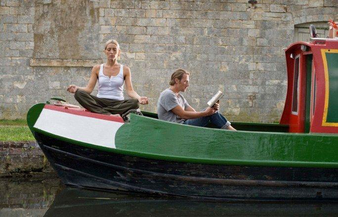 Mit einem Hausboot auf Tour - Romantikwochenende für jeden - Versuchen Sie sich zu zweit als Skipper und erobern Sie Flüsse, Seen und Kanäle: Auch ohne Bootsführerschein kann man sich auf vielen Gewässern in Deutschland ein Hausboot mieten...