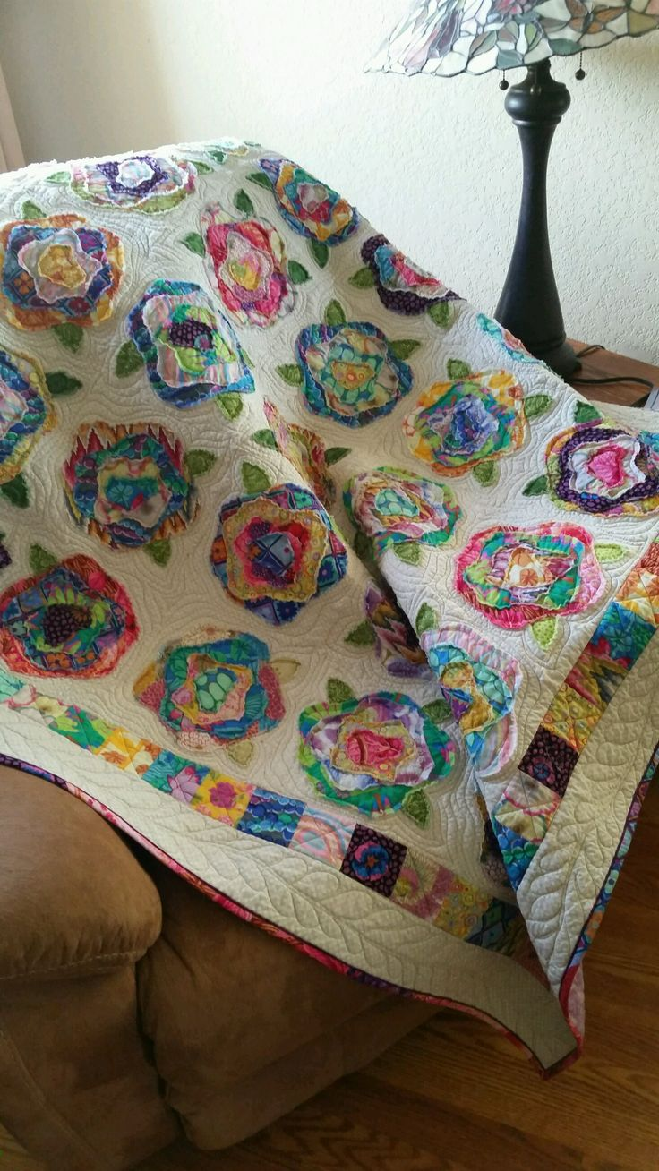 French Rose quilt I made use Kaffe fabrics. Was fun to make. The pattern is French Rose by Heather French, said the original pinner.