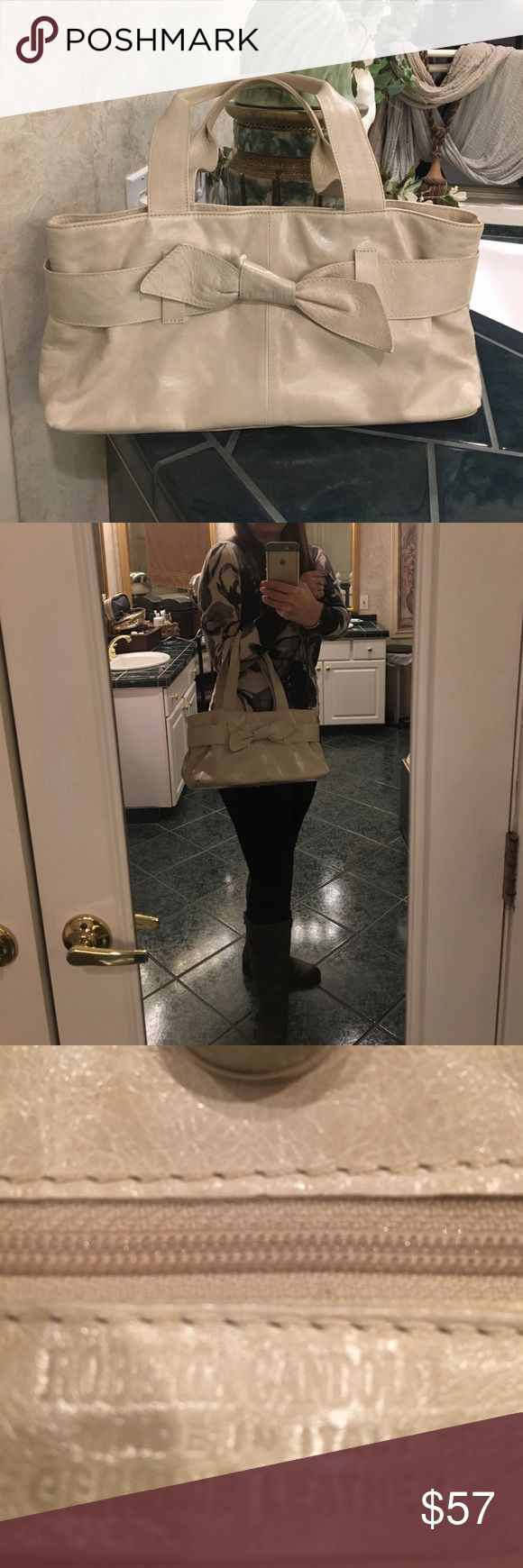 Cream leather purse Roberto Gandolfi made in Italy leather purse! This bag is beautiful it's a cream color it has a few marks on the inside but a lot of life left! The measurements are approximately 15 by 7! roberta gandolfi Bags Shoulder Bags