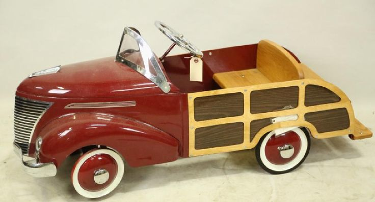 1949 WOODY STATION WAGON & SUFBOARD PEDAL CAR : Lot 0384