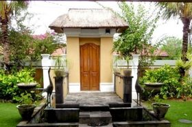 Seminyak Villas Umah Kupu Kupu are a comfortable Seminyak Villas complex, 2 villas each 2 bedrooms, located in Seminyak close by many restaurants, spas, bars, boutiques and long golden sand beaches.