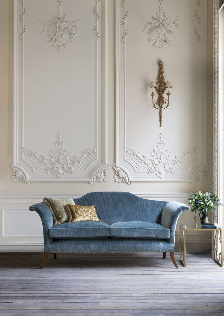 Style and comfort combined in an unusual, classic yet contemporary design with strong, elegant lines. The Clarence's iconic shape owes much to the classic lines of Regency designer, Thomas Hope.