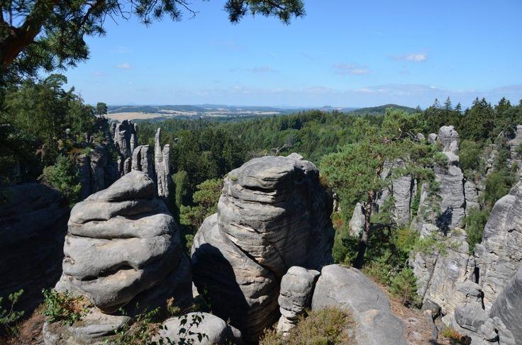 Op zo'n 100 kilometer van Praag ligt het Boheems Paradijs, een natuurgebied met bijzondere rotsformaties waar je heerlijk kunt wandelen en klimmen.