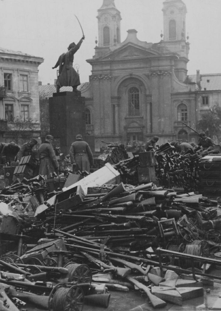 Oct 16, 1939, Warsaw, Poland: German soldiers examine arms and ammunition surrendered by Polish troops in Krasiński Square. Much of the captured Polish materiel was immediately transfered to German service to cover shortages and/or augment already existing capacities.