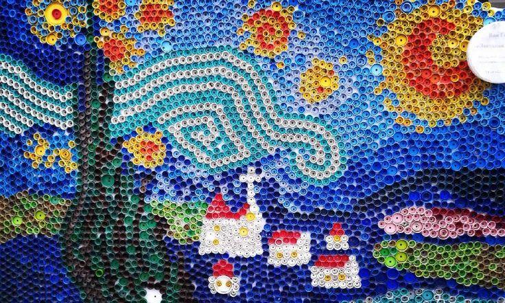 """""""Узнаете?! Это #дети из пробок делают! Представляете, они их даже не красят! (то есть van gogh Starry night art  составляют из таких цветов, которые у них есть) #art #искусство…"""""""
