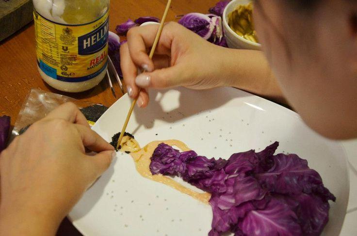 Di Tangan Arsitek Malaysia Ini Bahan Makanan Diubah Menjadi Lukisan http://www.perutgendut.com/read/ditangan-arsitek-malaysia-ini-bahan-makanan-diubah-menjadi-lukisan/4349 #Food #Kuliner #News